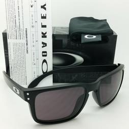 Oakley Holbrook Sunglasses,  Matte Black Frame/Warm Grey Len