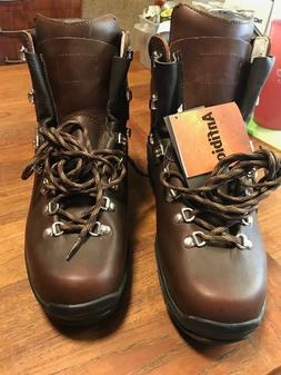 MINT HIKING MOUNTAIN TRAILING BROWN LEATHER BOOTS MADE IN IT